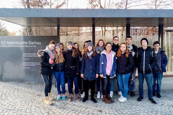 Die 10.-Klässler setzten sich in Dachau mit Nazi-Verbrechen auseinander.